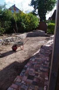 Betonbruch-Trockenmauer