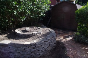 Trockenmauer-Spiralelement aus Betonbruch